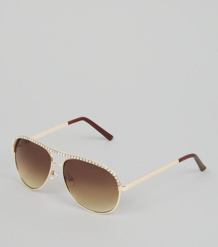 f7132df203d2 Sunglasses. What s your favorite fashion outfit for late summer